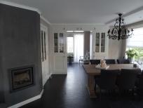 Spuitwerk plafond woonkamer en schilderwerk kasten